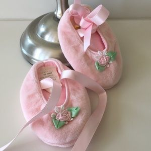 Pink Baby shoes / ballet slippers NWOT